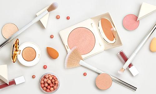 https://exportpulse.com/wp-content/uploads/2021/04/cosmetics-kit.jpg